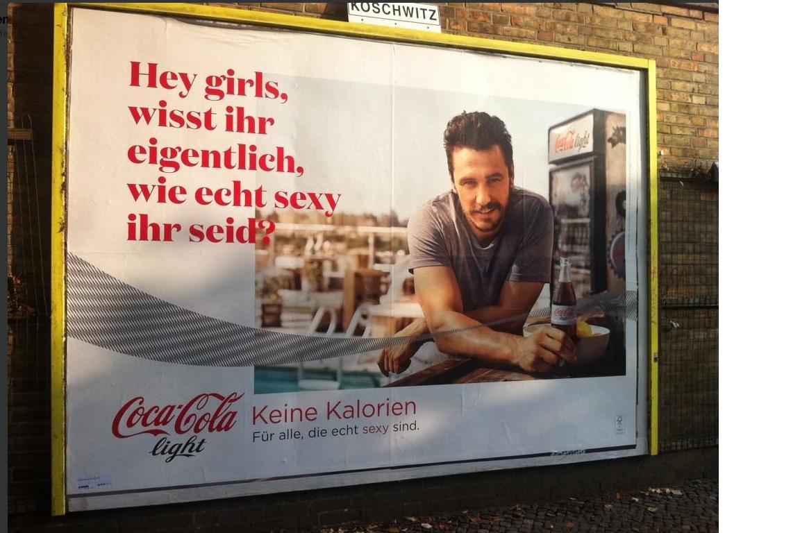Mini Kühlschrank Coca Cola Media Markt : Der kleine unterschiedu2026beim trinken corinne luca